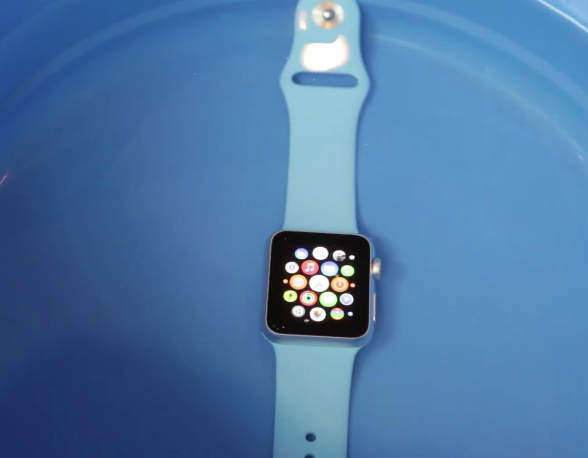 Apple Watch in Water