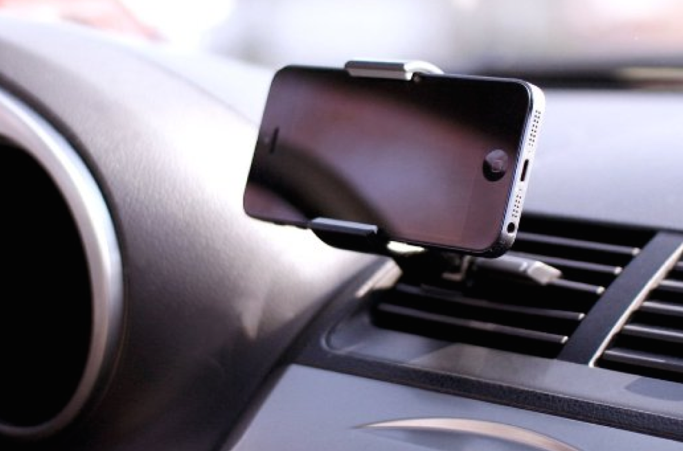 iphone 6 car mount koomus air vent car mount provides a safe view of your 14952