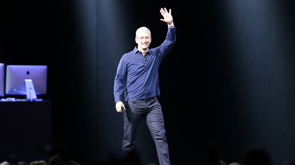 Tim Cook waves WWDC 2015