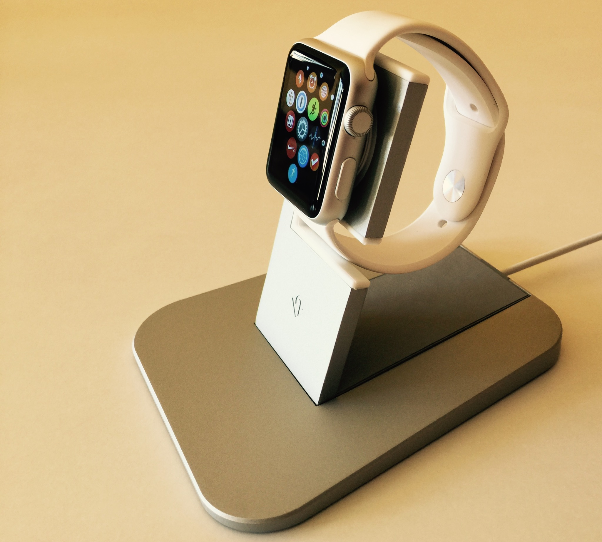 twelve south apple watch  Review: Twelve South HiRise for Apple Watch—an unassuming charging ...