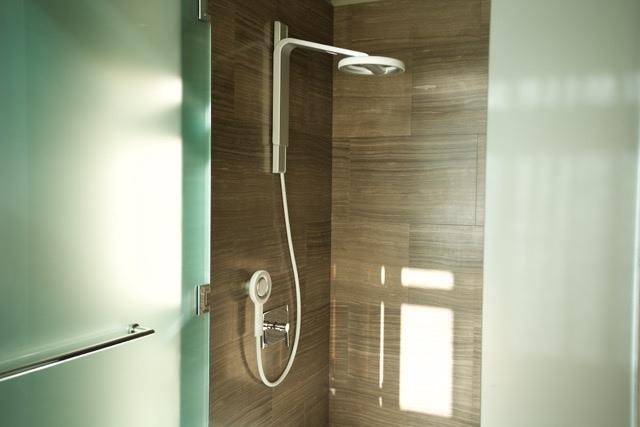 Nebia shower image 002
