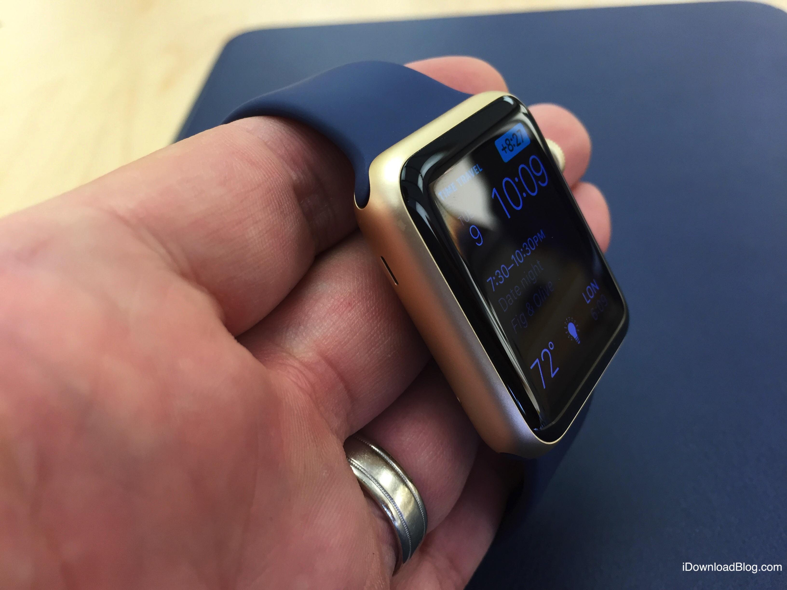 Gold Aluminum Apple Watch Hands on 6