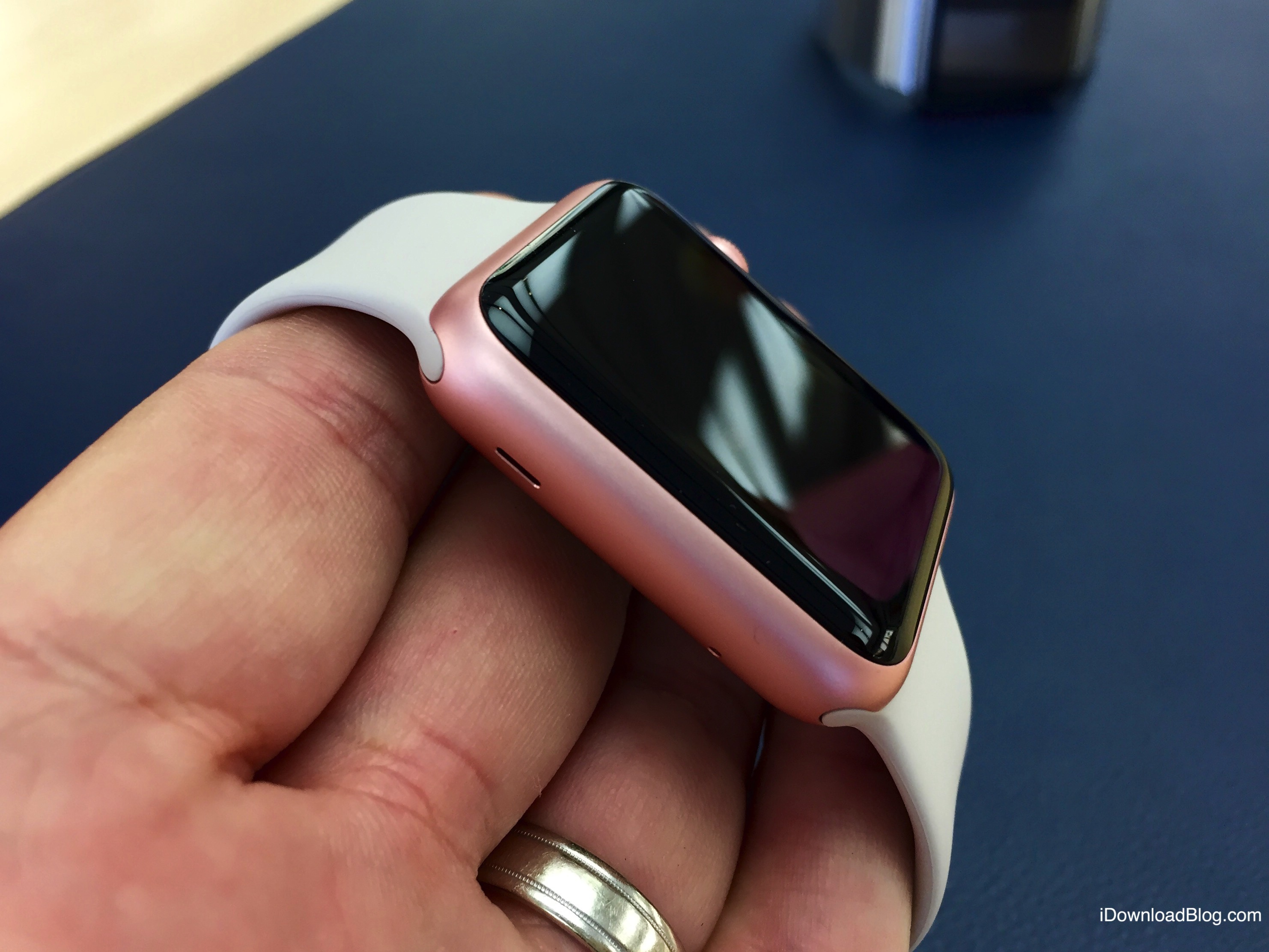 Photo gallery: Gold and Rose Gold Apple Watch Sport