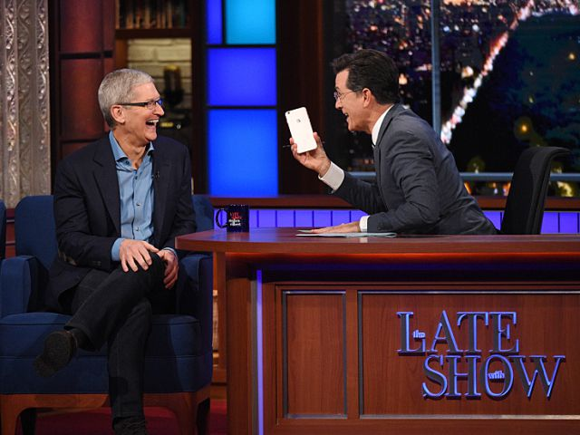 Tim Cook September 2015 The Daily Show with Stephen Colbert image 001