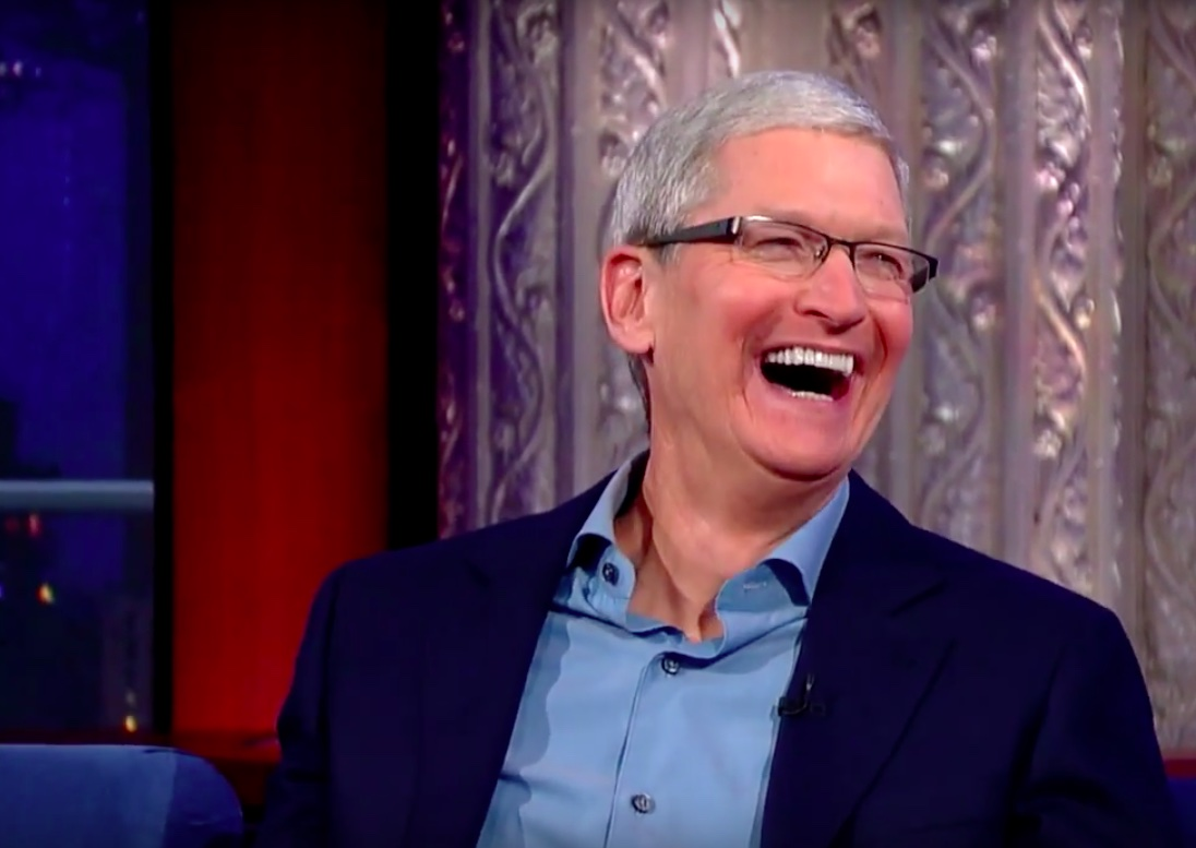 Tim Cook September 2015 The Daily Show with Stephen Colbert image 002