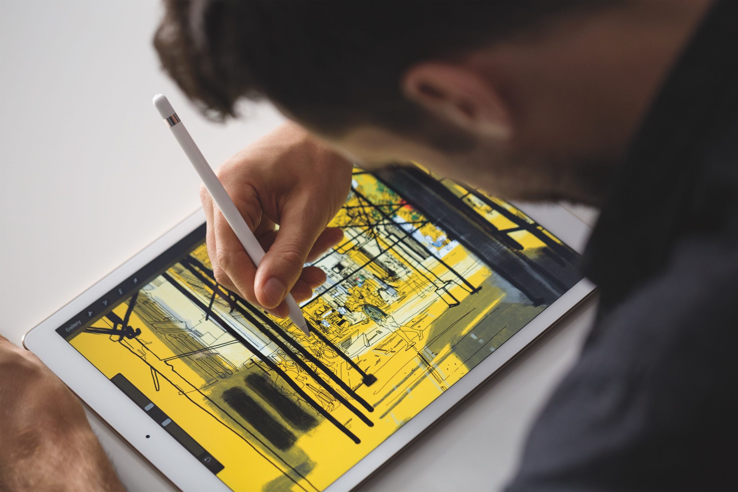 iPad Pro with Apple Pencil lifestyle 005