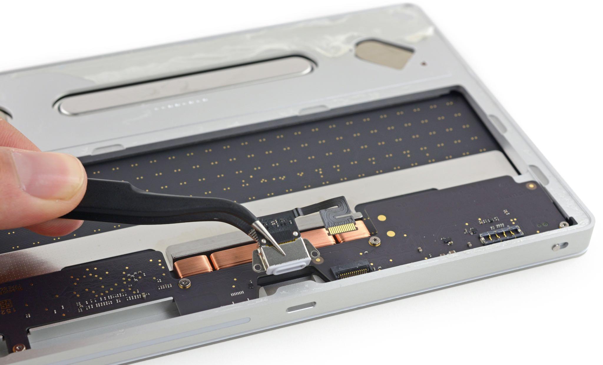 Magic Mouse Trackpad 2 teardown iFixit 004