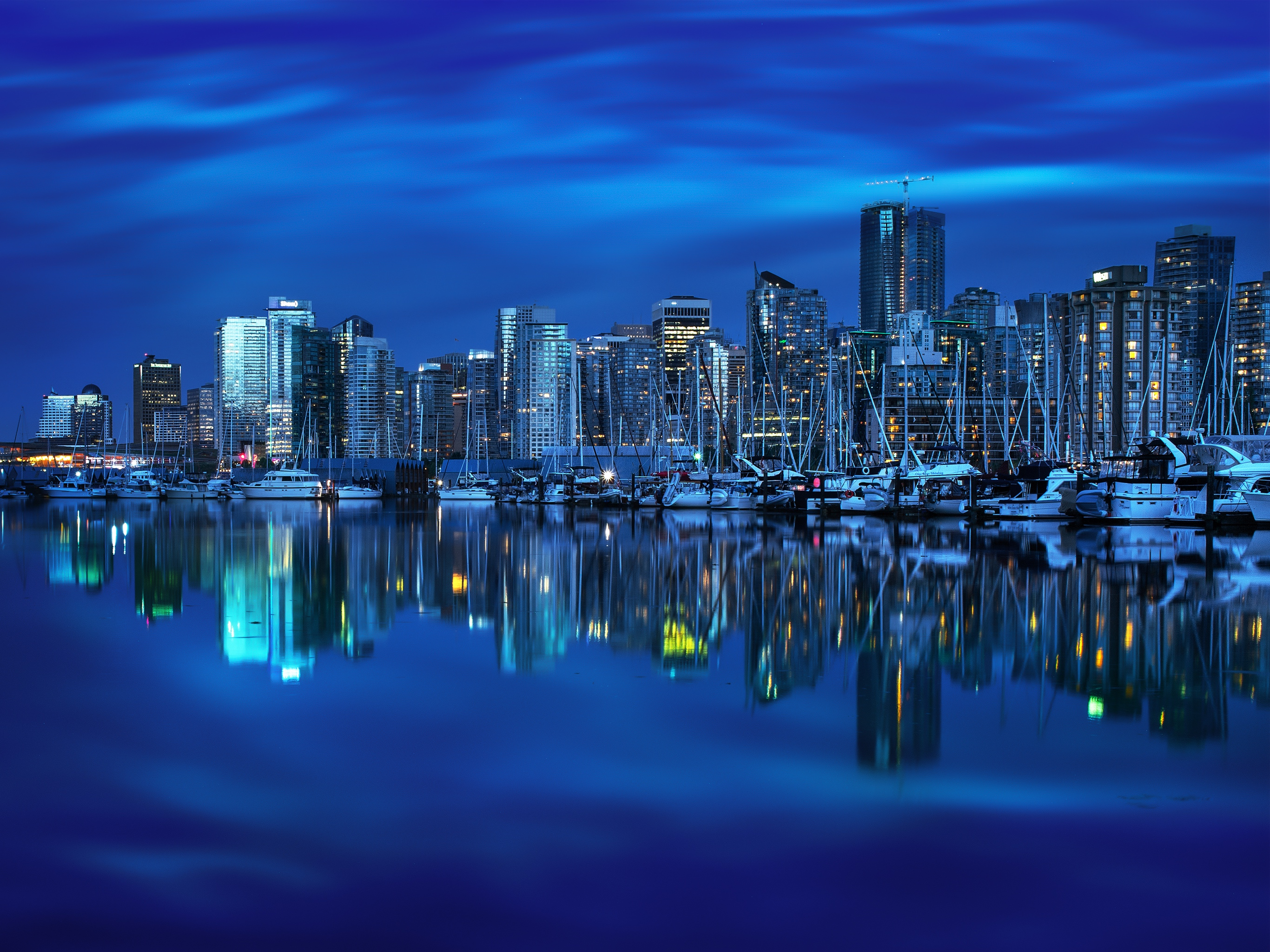 Vancouvers Mirror by Mohsen Kamalzadeh iPad Pro Wallpaper