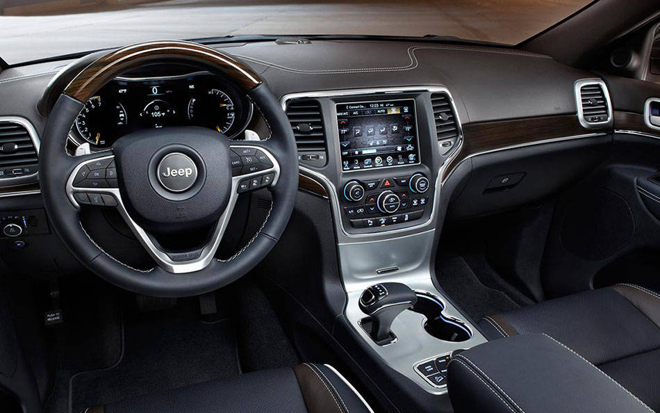 18-2014-grand-cherokee-inteiror-front-seat-view