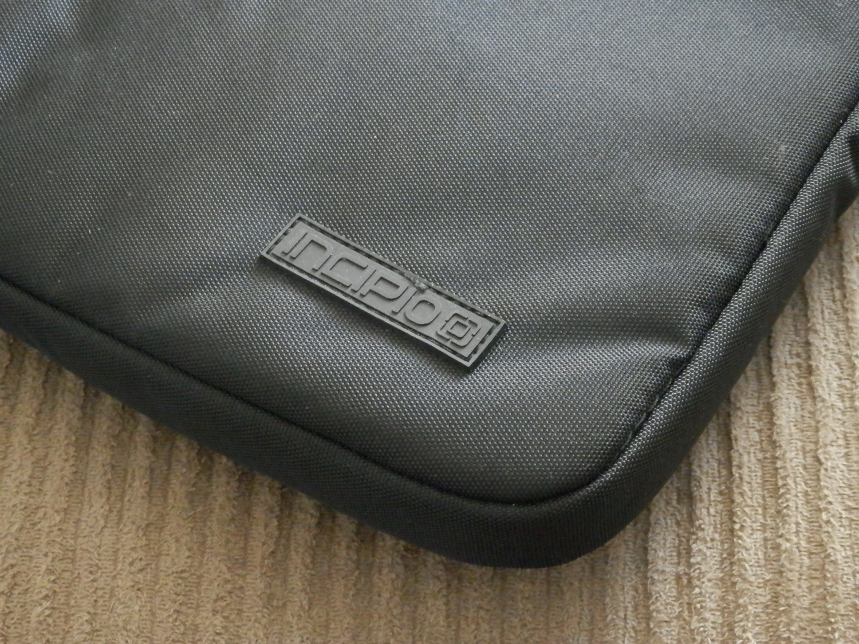 incipio-asher-macbook-pro-sleeve-logo