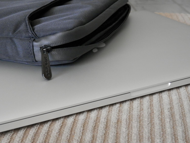 incipio-asher-macbook-pro-sleeve-metal-zipper