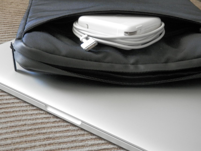 incipio-asher-macbook-pro-sleeve-second-pocket