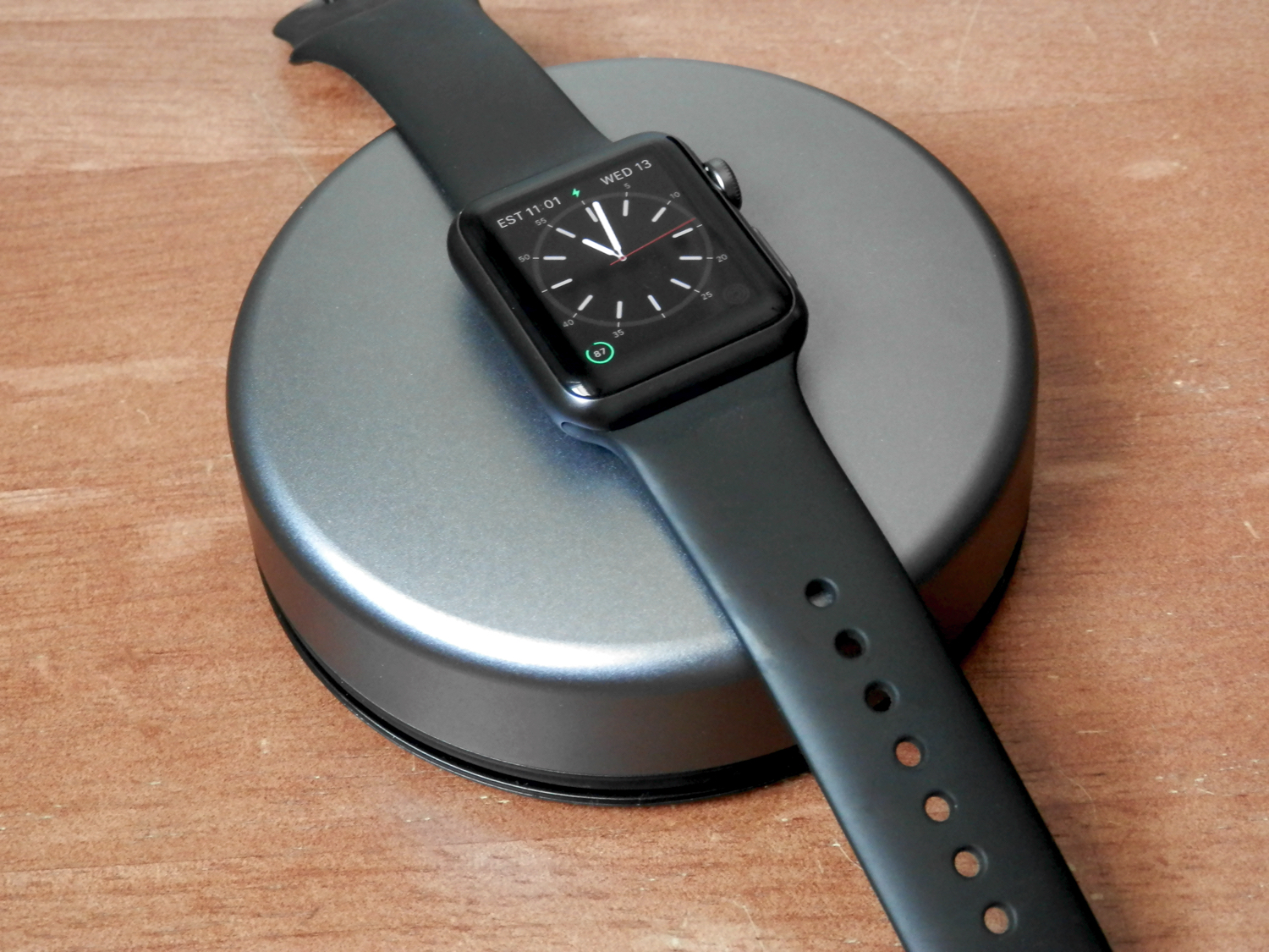 Nomad-Pod-Pro-Apple-Watch