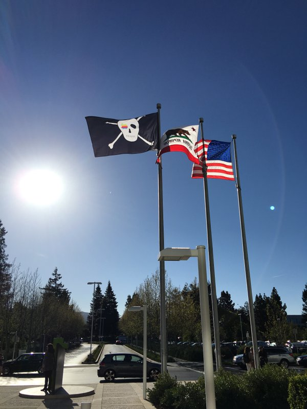 Pirate flag at 1 Infinite Loop on Apple 40th anniversary image 002