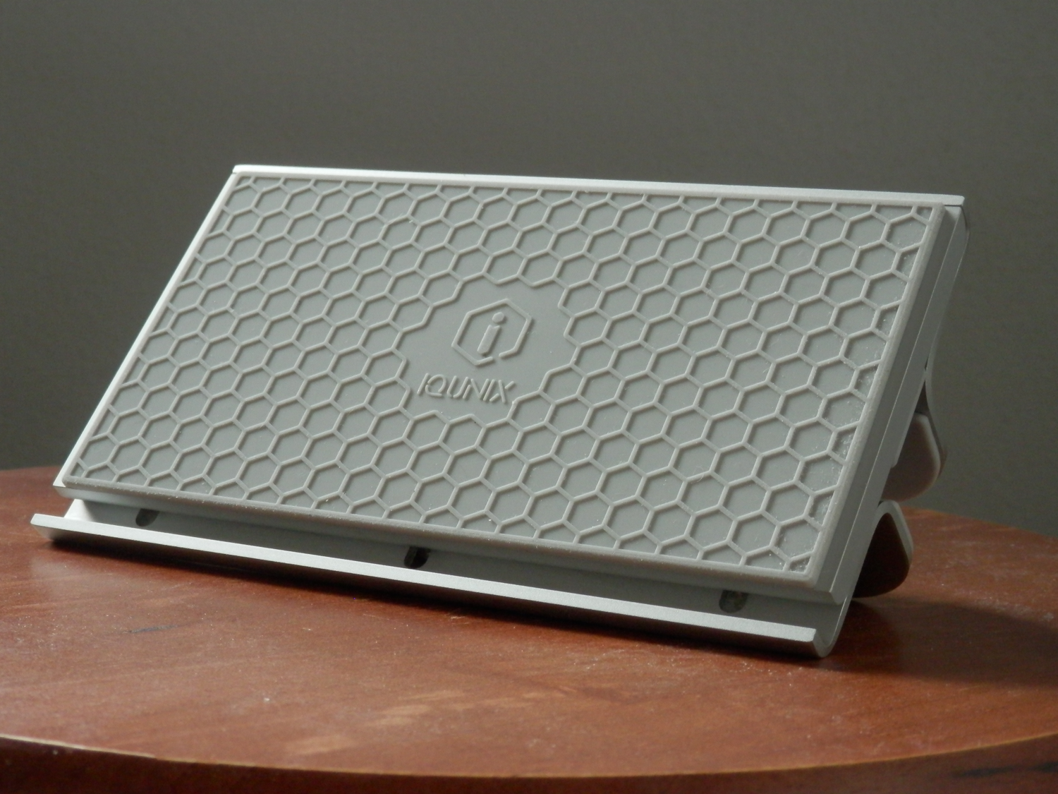 iQunix MacBook Stand Review grips bottom