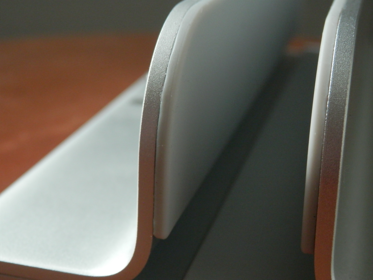 iQunix MacBook Stand Review grips inside