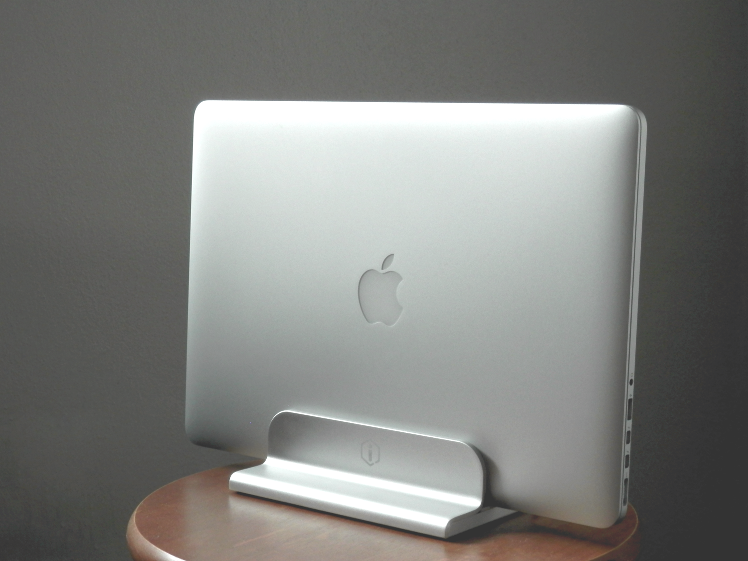 iQunix MacBook Stand Review mounted