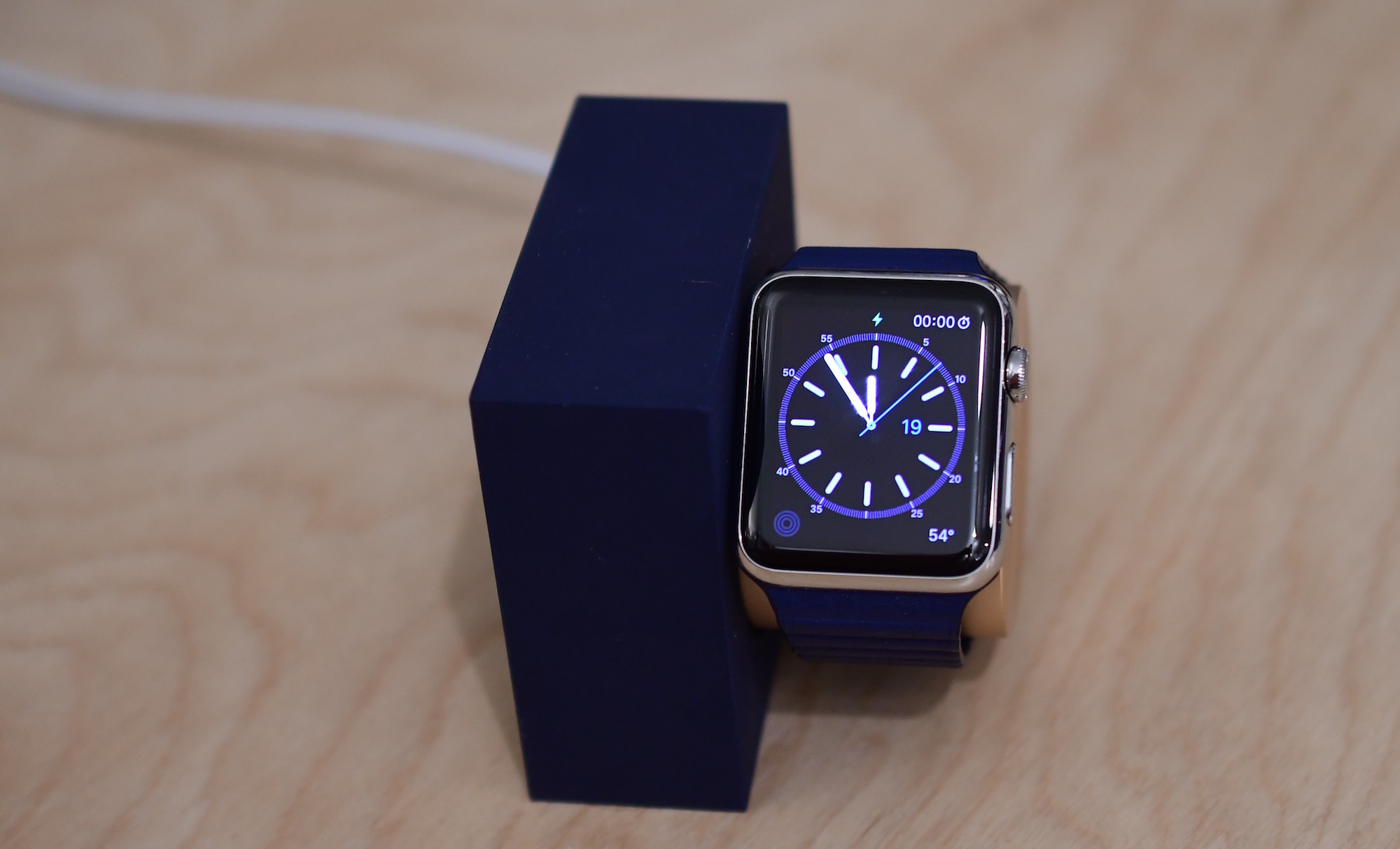 Native Union Apple Watch Dock Vertical