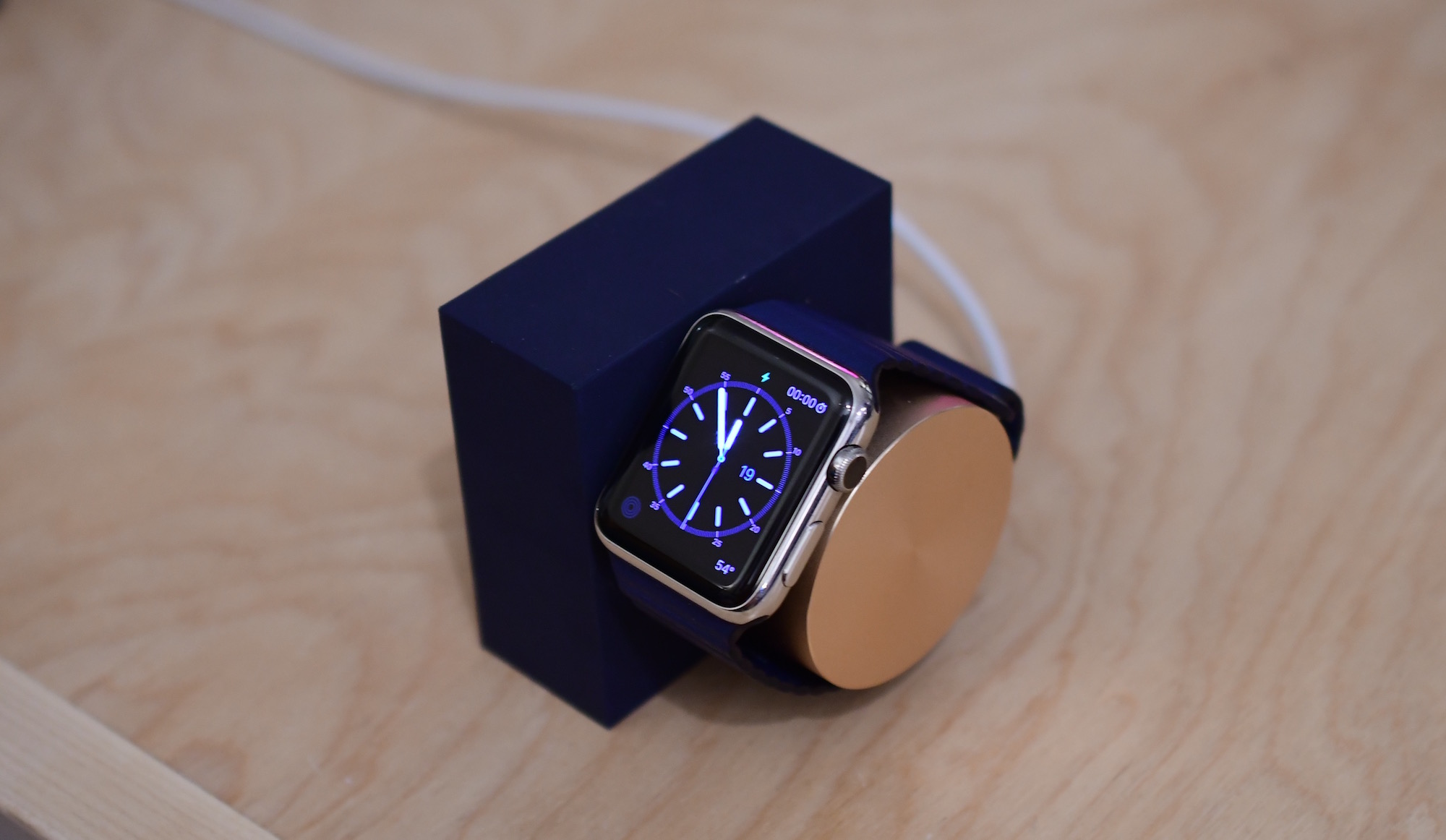 Native Union Apple Watch Dock Vertical 2