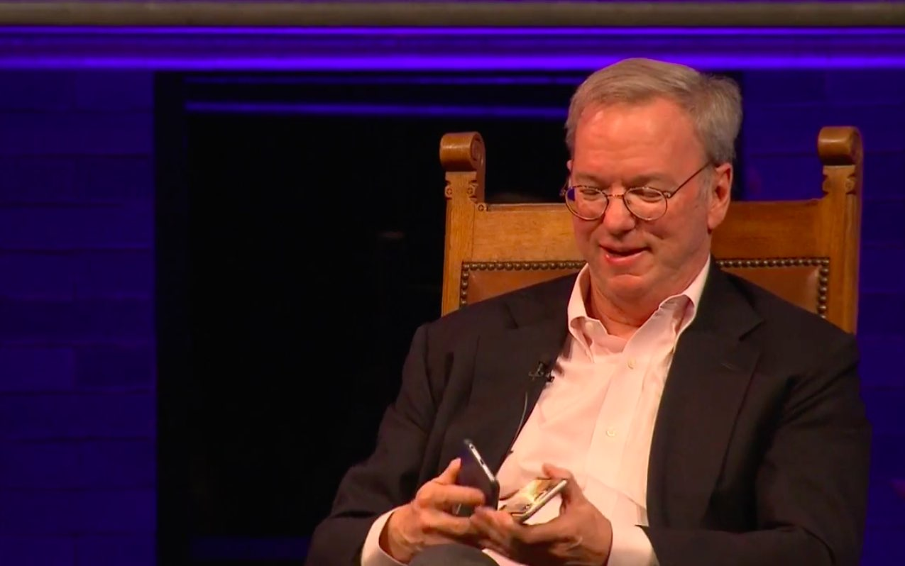 Eric Schmidt holding iPhone 6s Galaxy S7 image 001