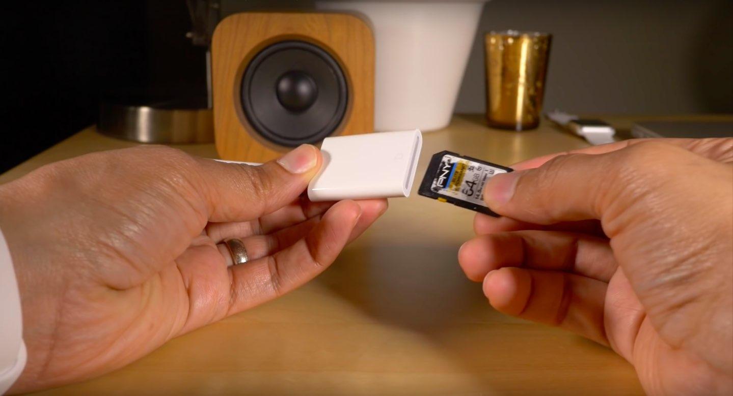 Lightning to SD Card Reader image 001