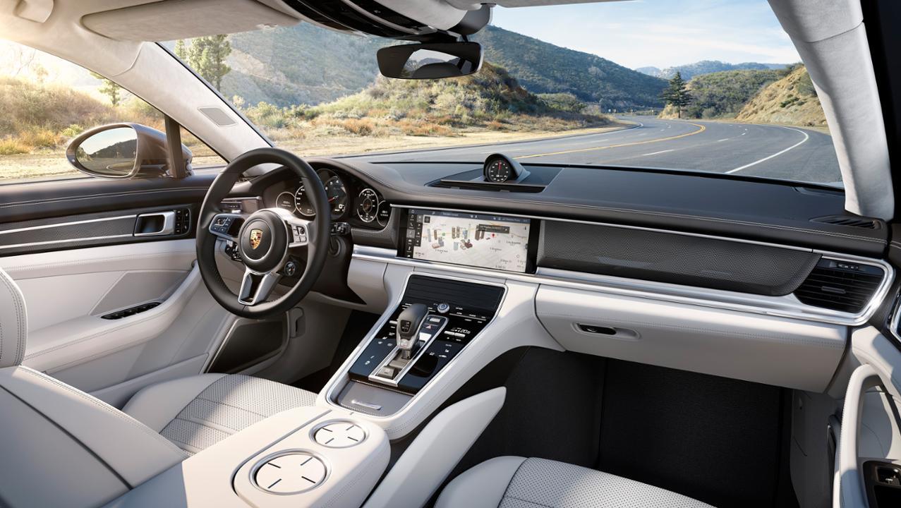 Porsche Panamera Turbo cockpit image 001