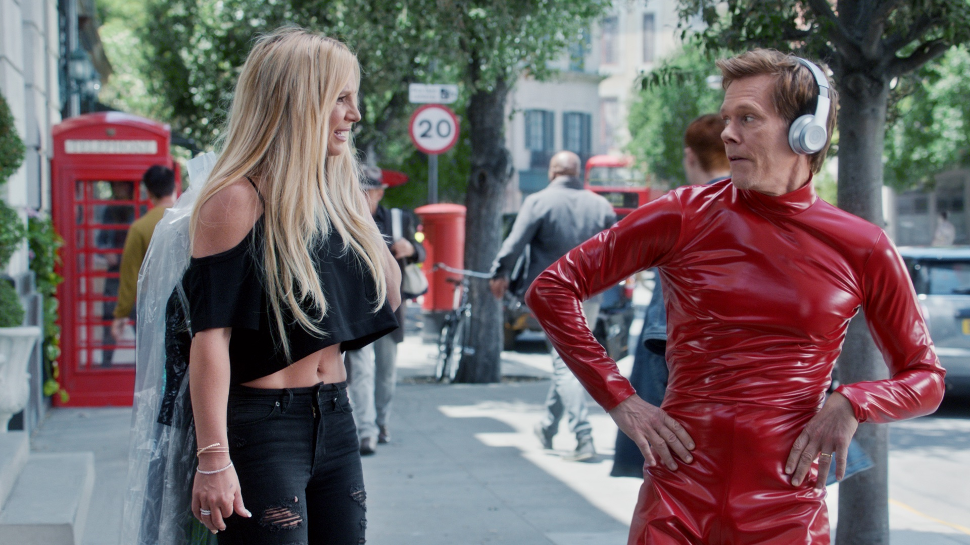 EE Apple Music ad - Kevin Bacon & Britney Spears