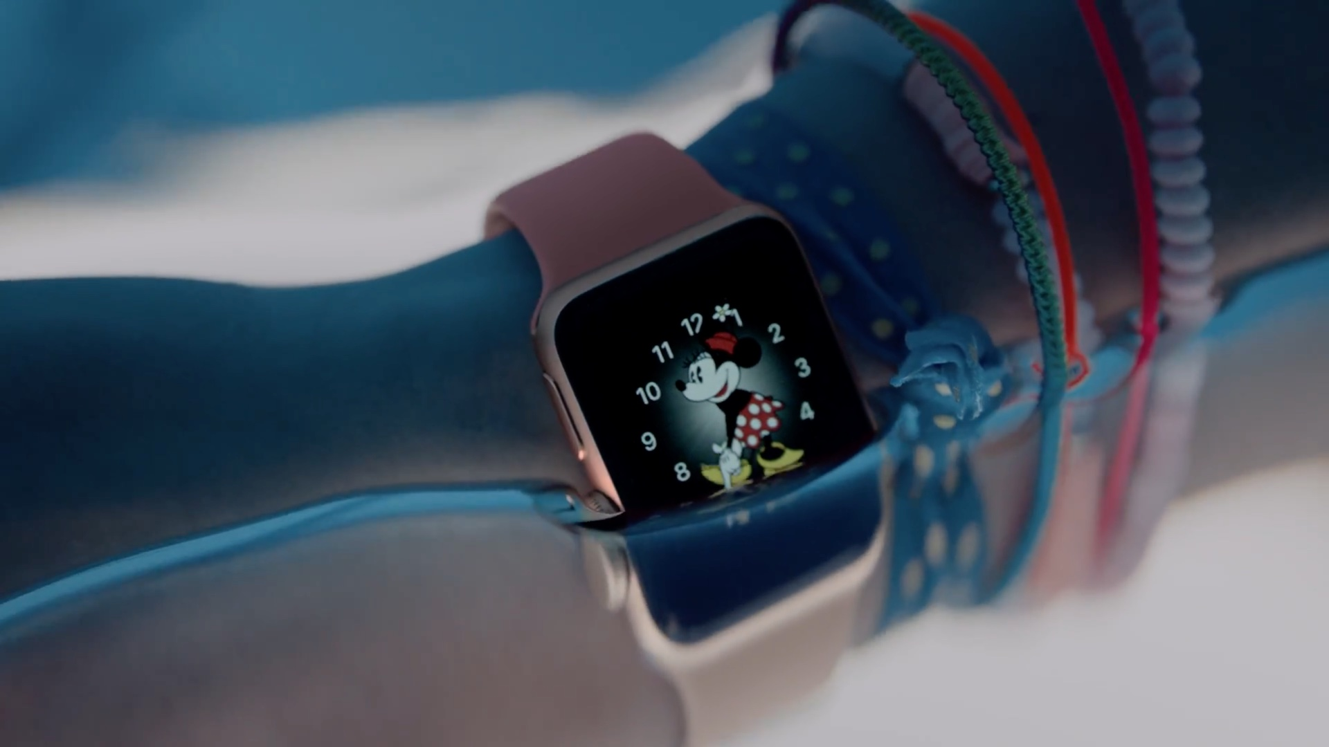 apple-watch-series-2-ad-image-003