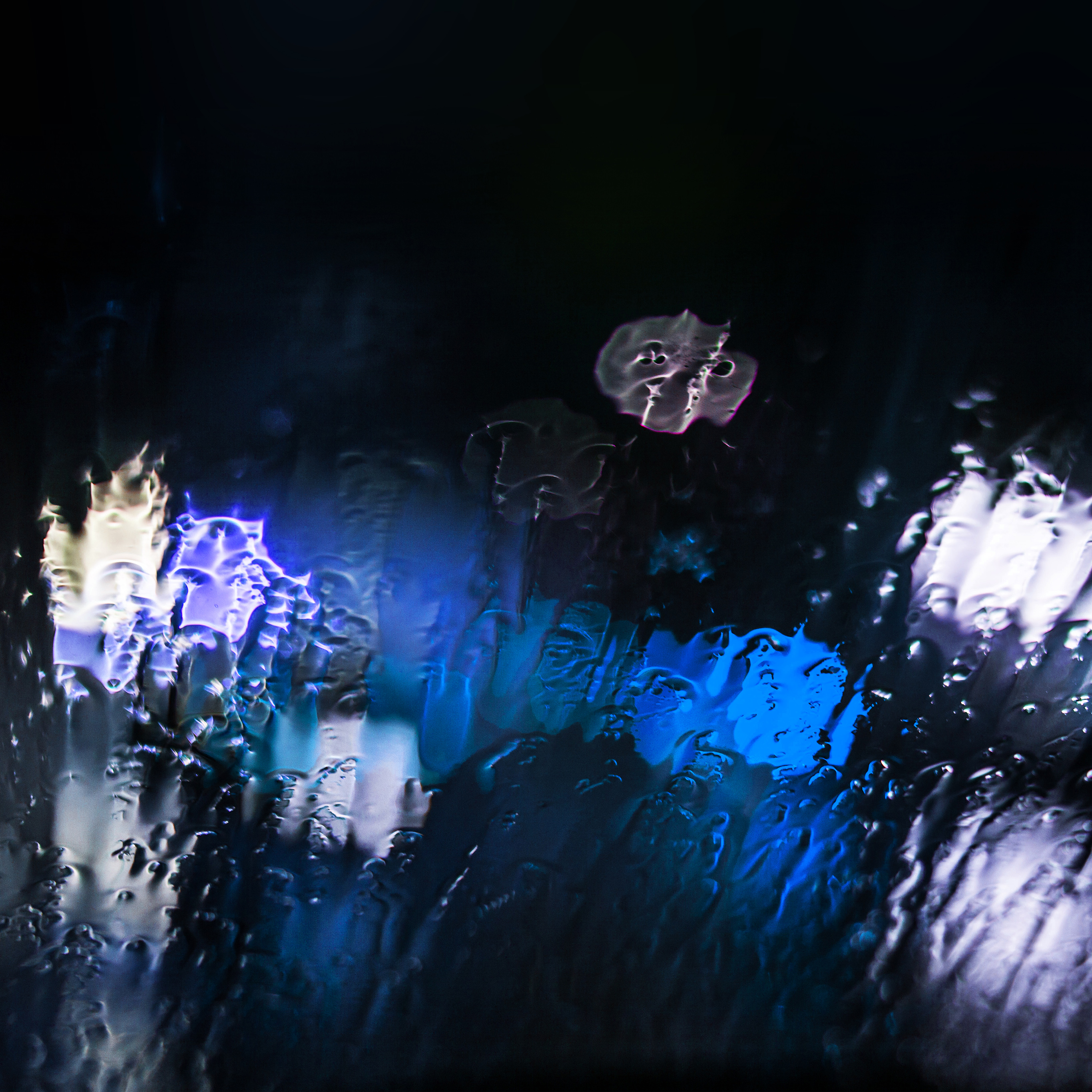 papers-co-mt25-raining-window-bokeh-blue-light-40-wallpaper