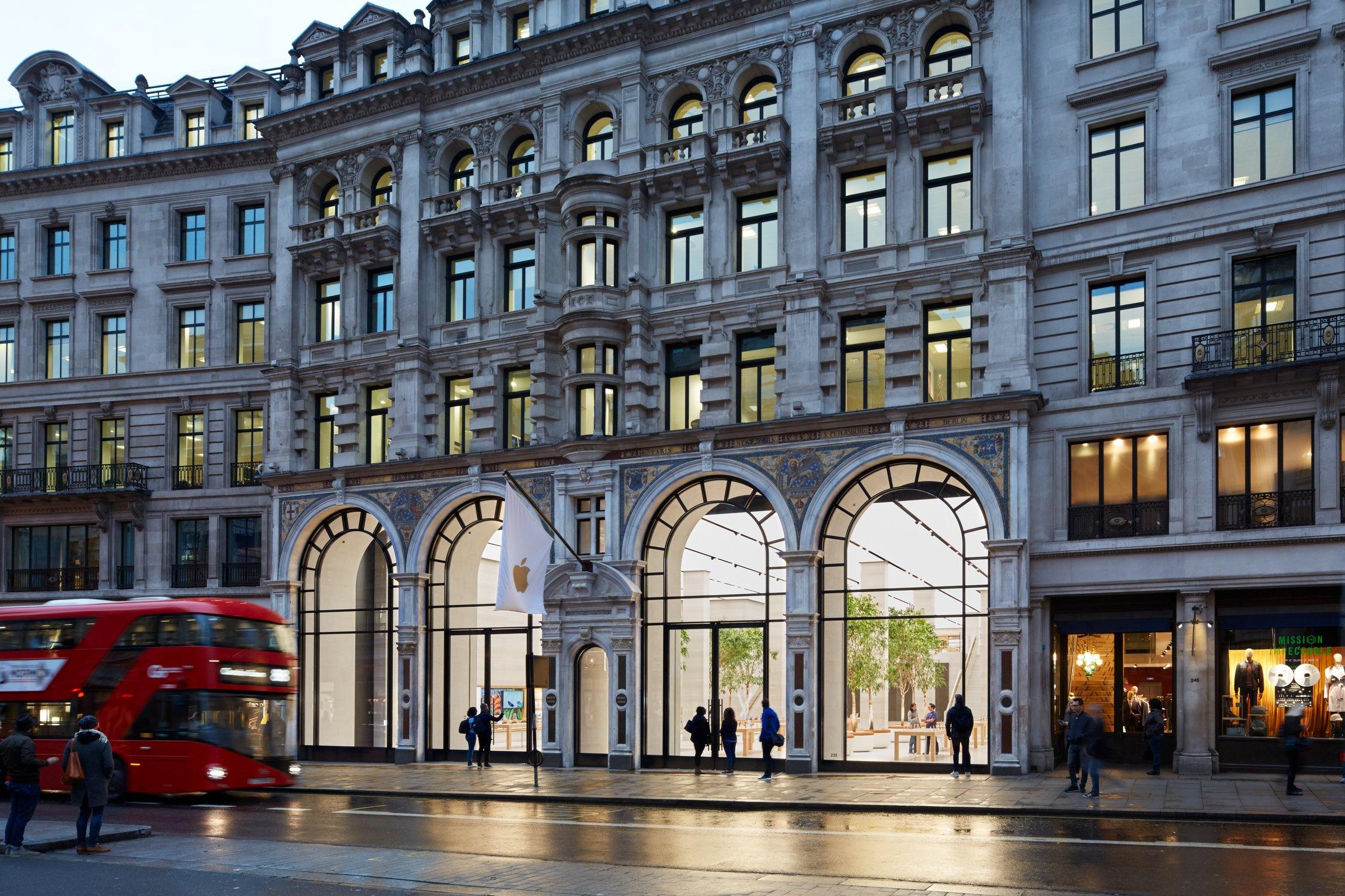 Apple Regent Street exterior image 001