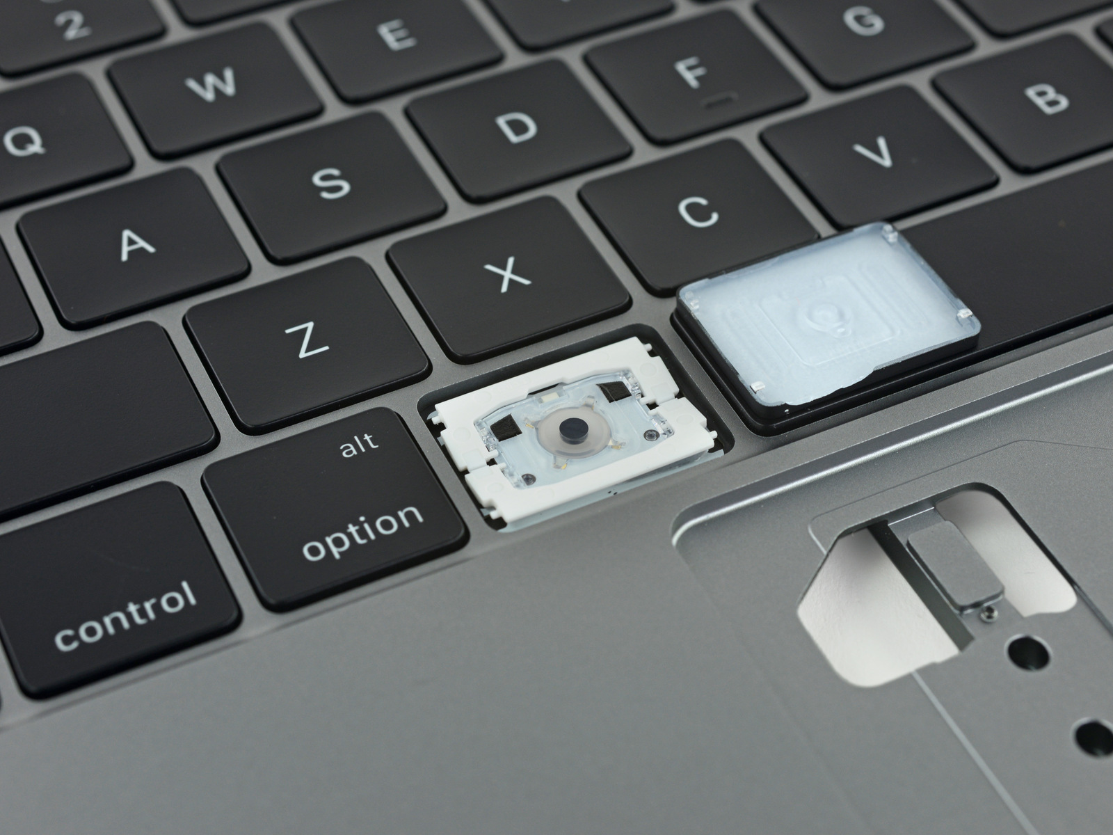 5474fc5144f Apple hit with class action lawsuit over MacBook butterfly switch ...