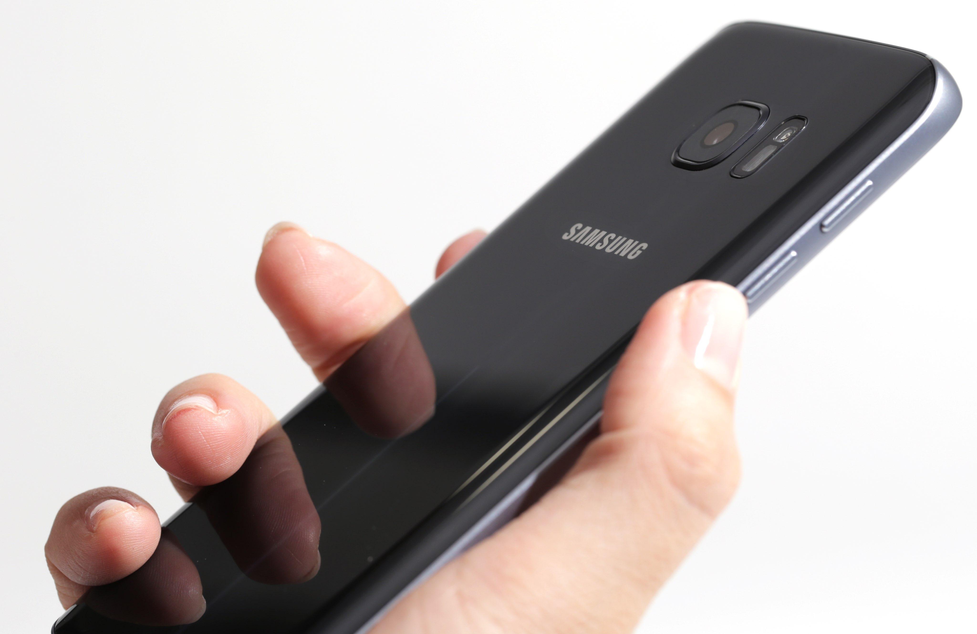 Samsung galaxy S7 Onyx black back image 001
