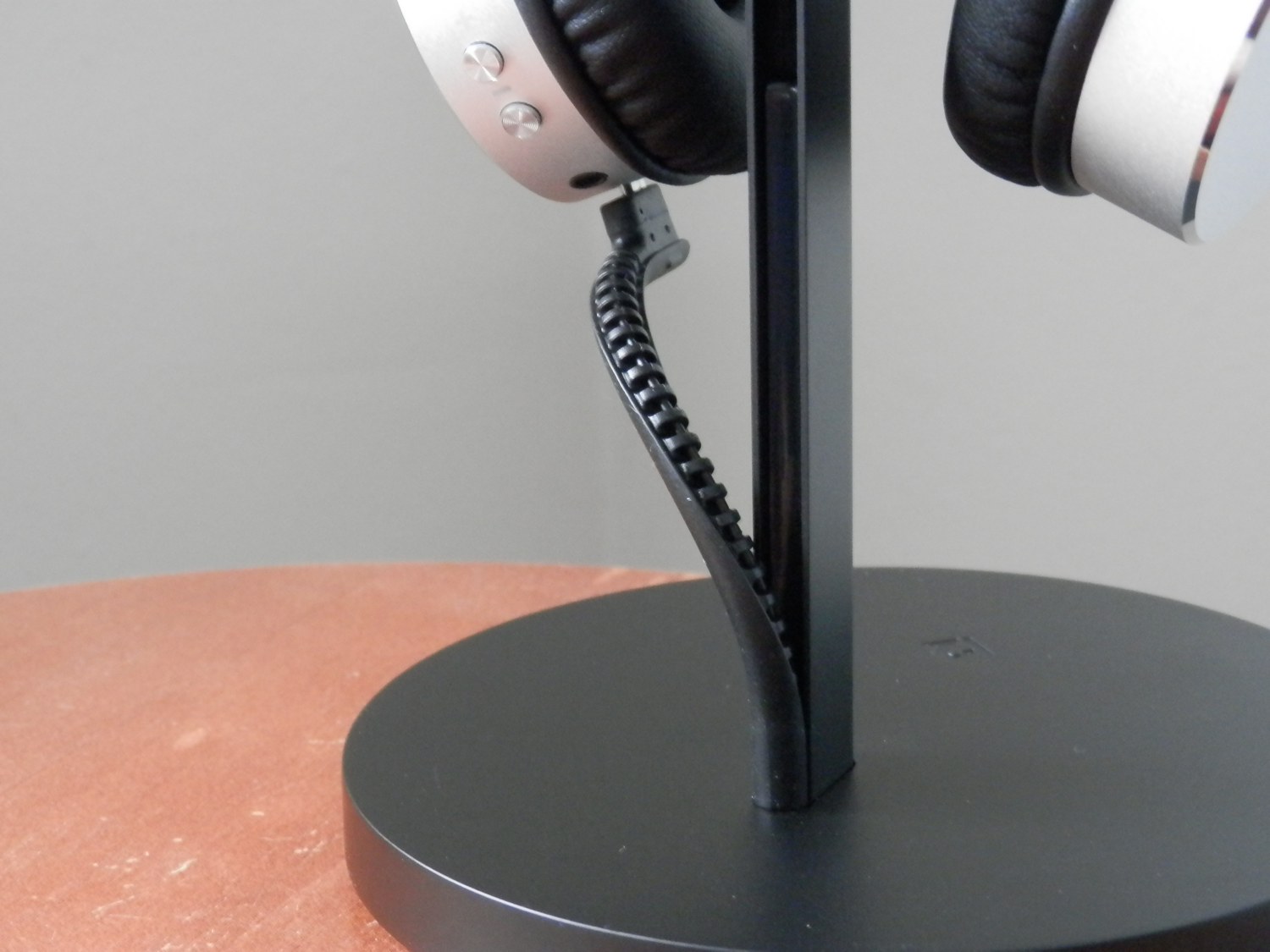 Twelve South Fermata Headphone Stand USB-Micro Cable