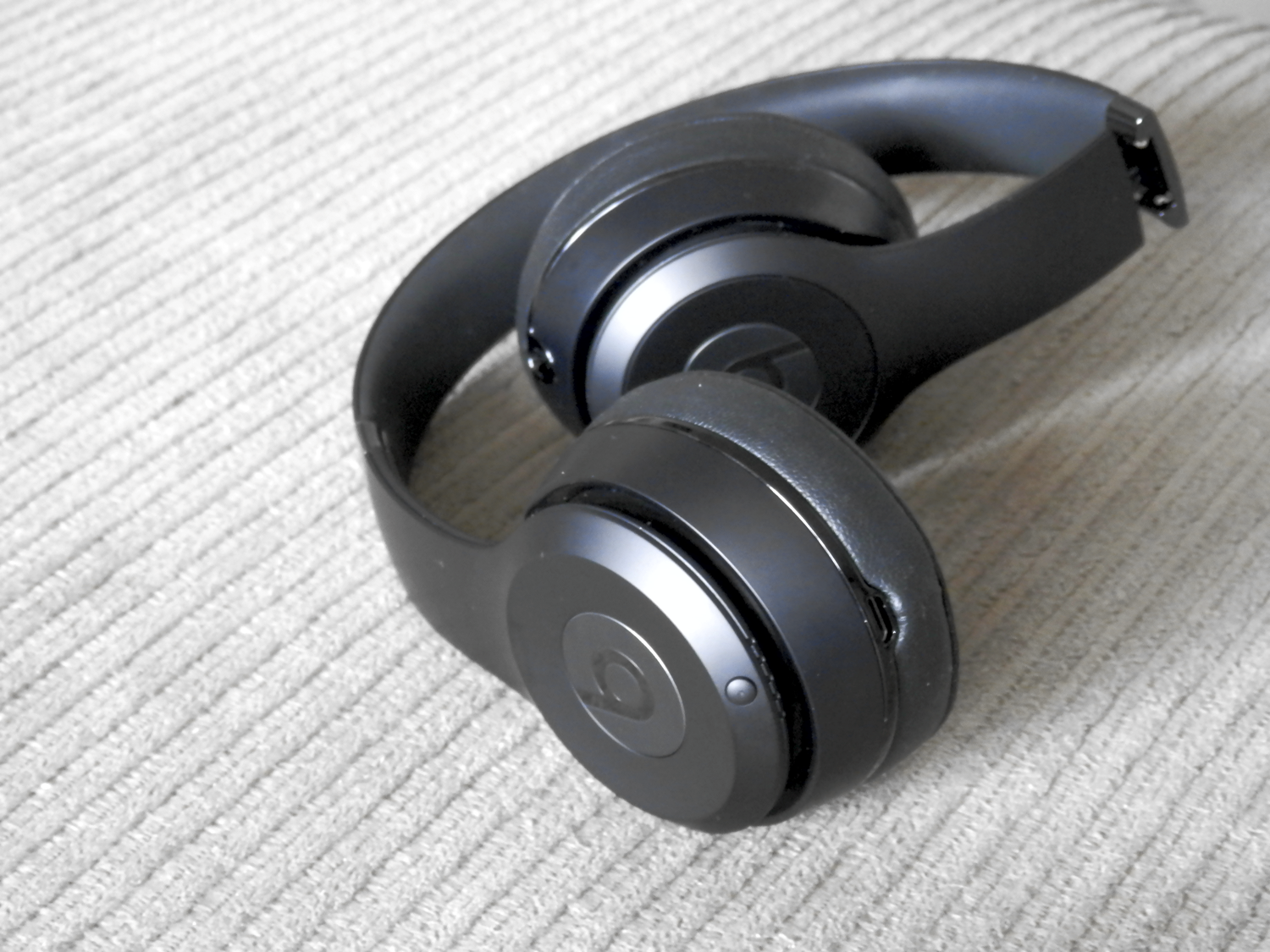 39813535ac2 If you're in the market for a nice headphone and live in the United States,  you'll be pleased to learn that Apple's discounted popular models of Beats  ...