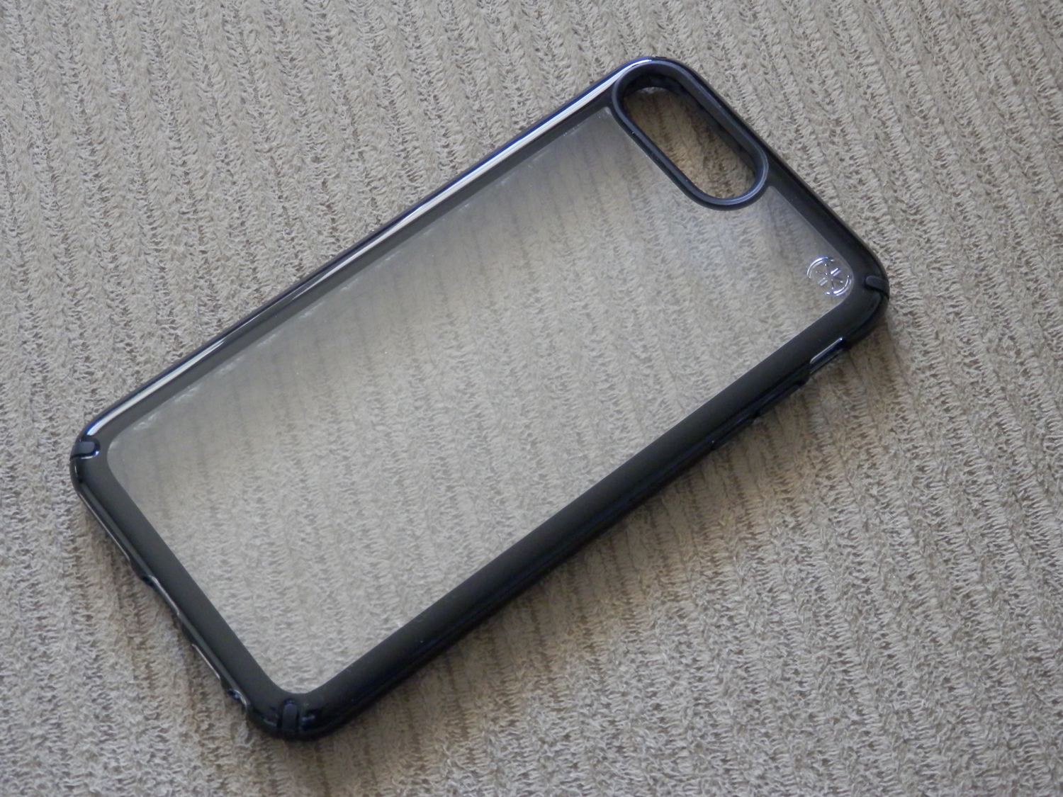 official photos af9a5 fd4d7 Speck's Presidio Show reveals your iPhone's finish through the back ...