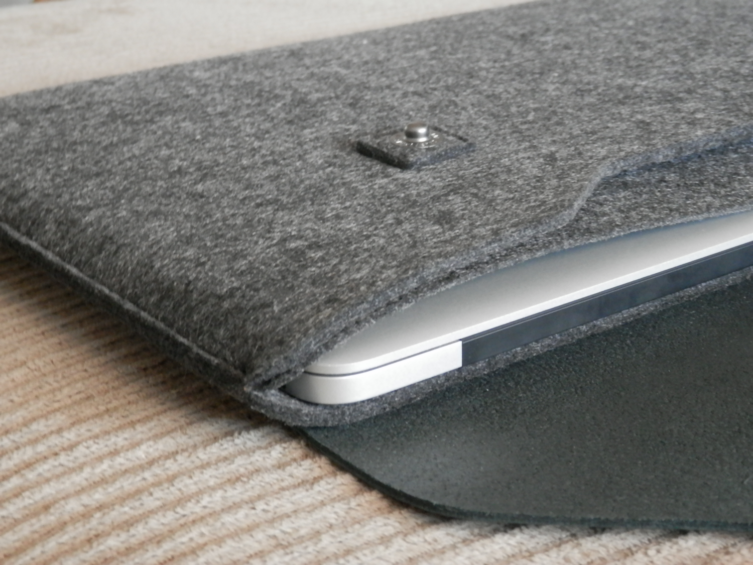 competitive price 8e548 be5bd The Mujjo Sleeve looks classy and keeps your Mac notebook safe as ...