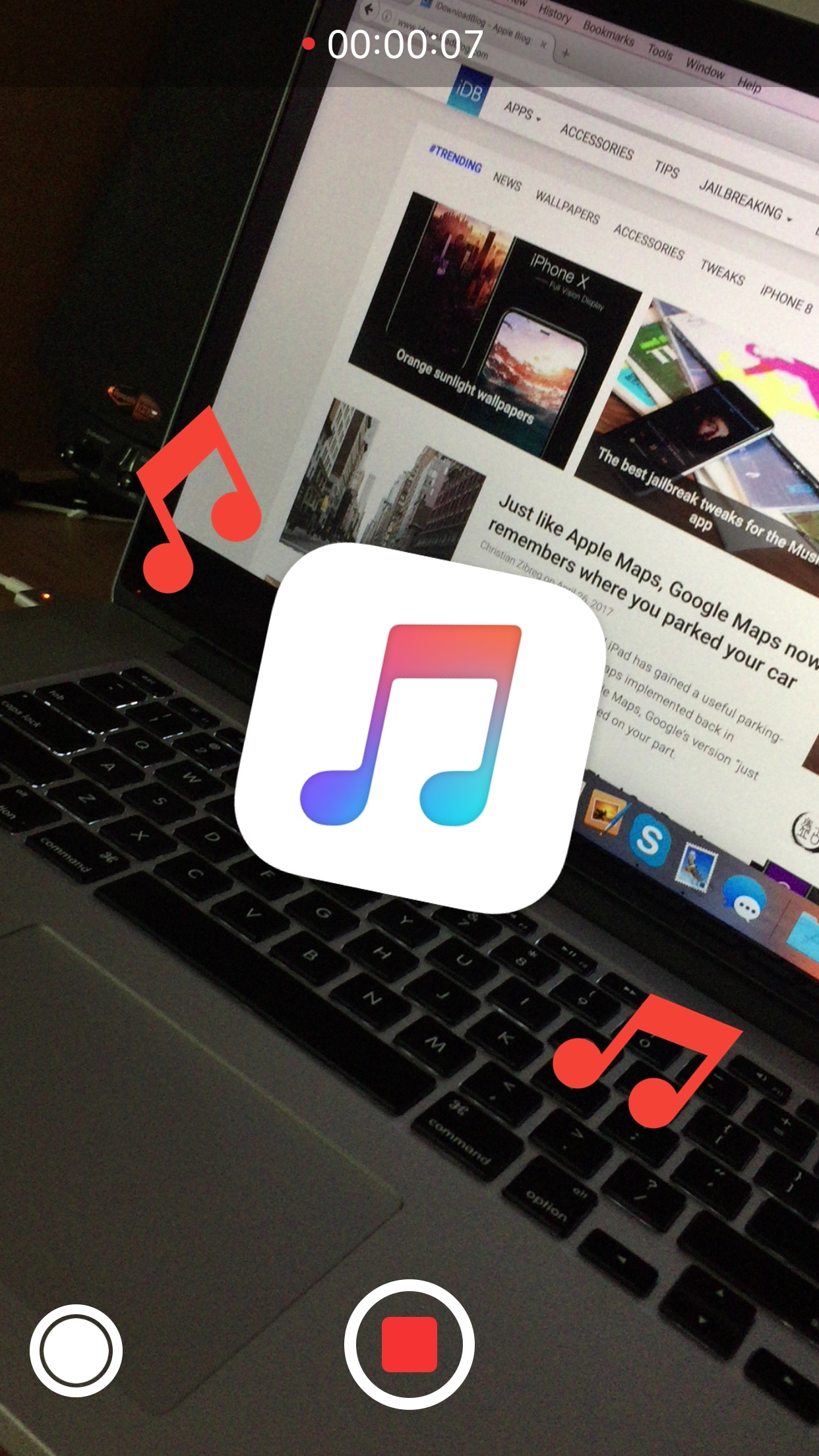 This tweak keeps your music playing while you record video