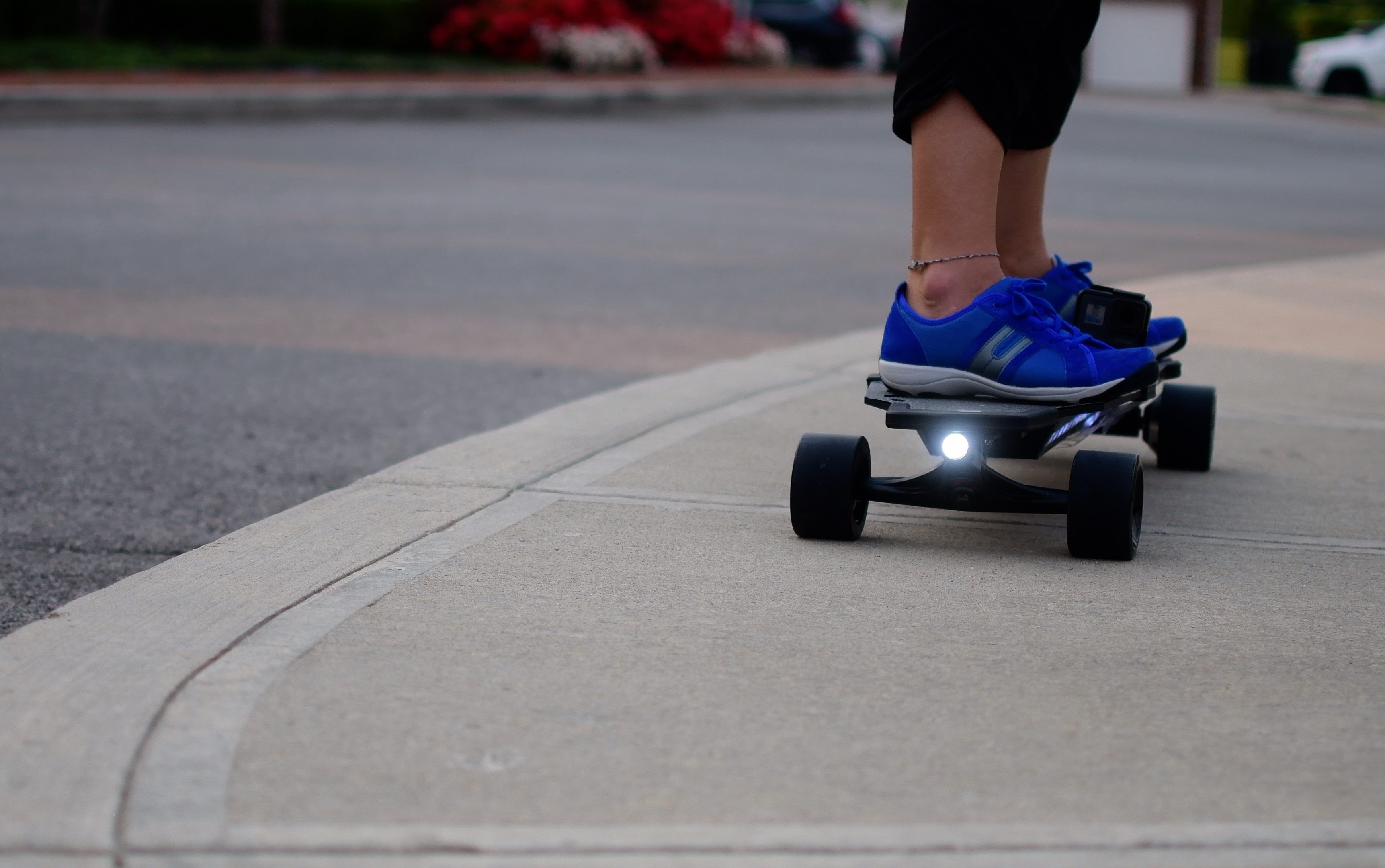 Electric Skateboards Have Started To Take Off In Pority Similar The Whole Hoverboard Craze Serpent W Is One Of Two New Boards That Are
