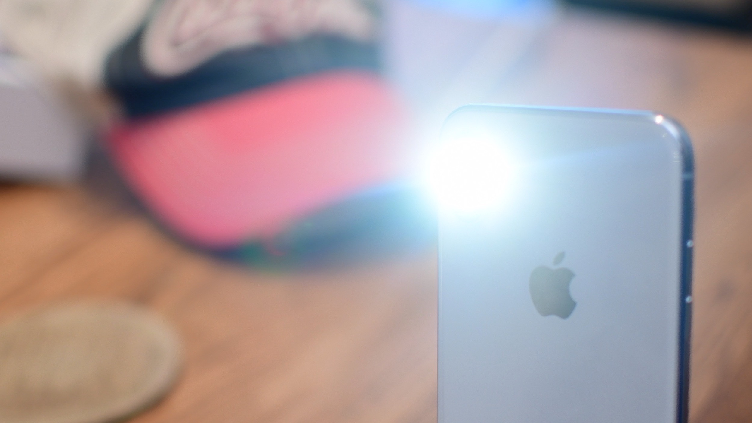 huge discount 8bd68 7ba93 SmartLight lets you toggle the iPhone's flashlight with hardware buttons