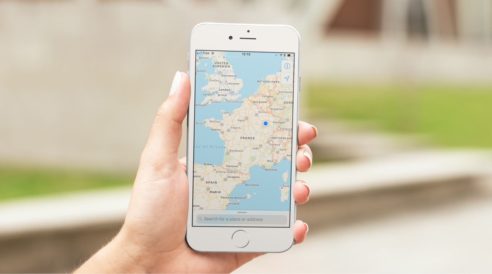 3 ways to find the GPS coordinates of a location on iPhone