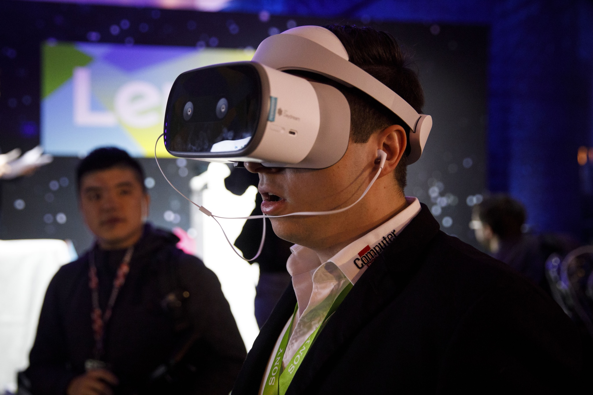 23d2520ecc Apple met with suppliers at CES that make parts for augmented reality  glasses