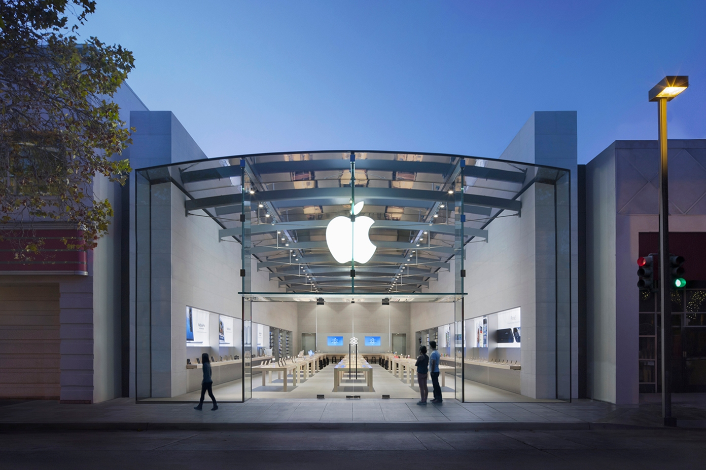 Apple is opening brand new retail stores in Seattle and Palo