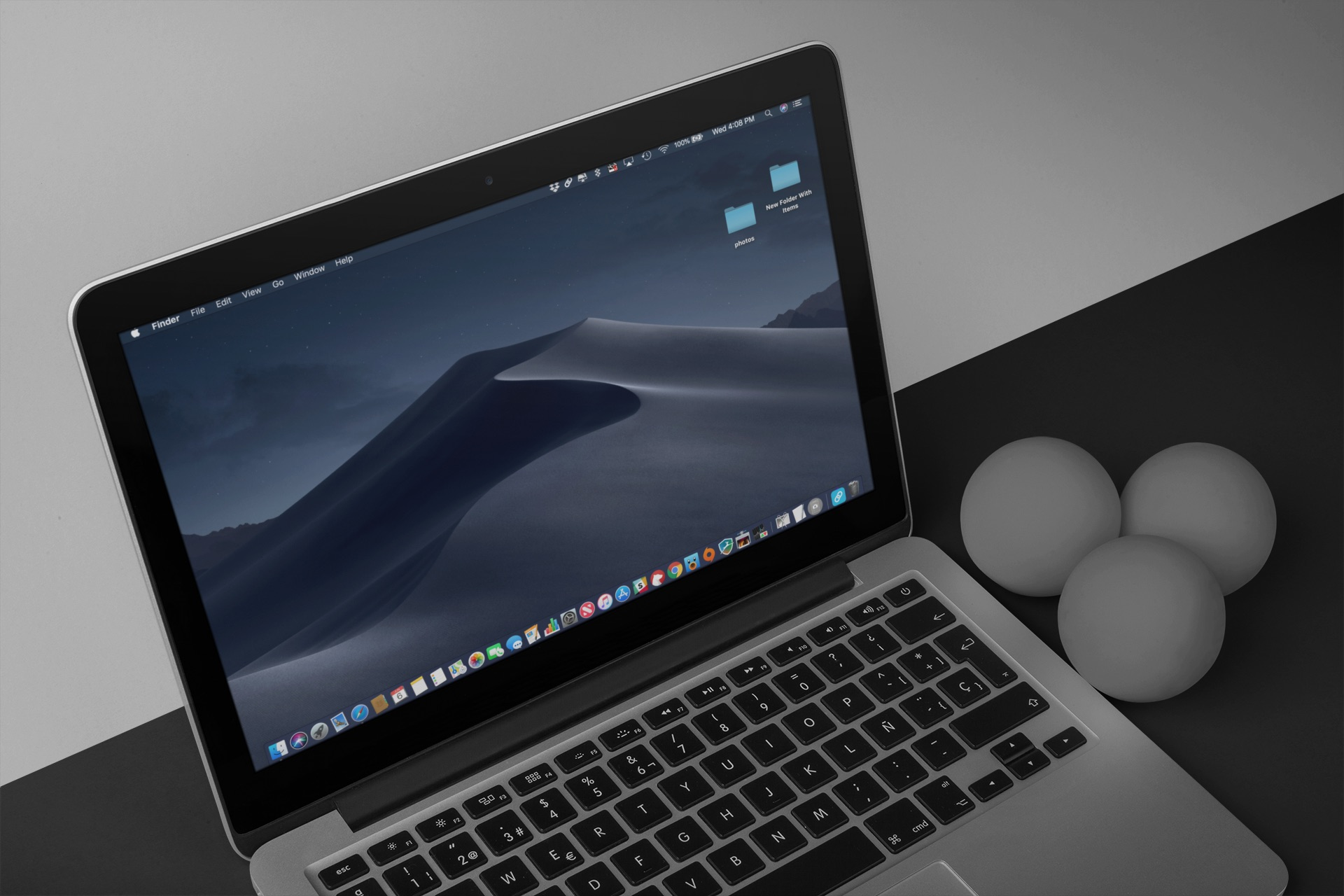 Dark Mode web - the macOS Mojave desktop with Dark Mode on
