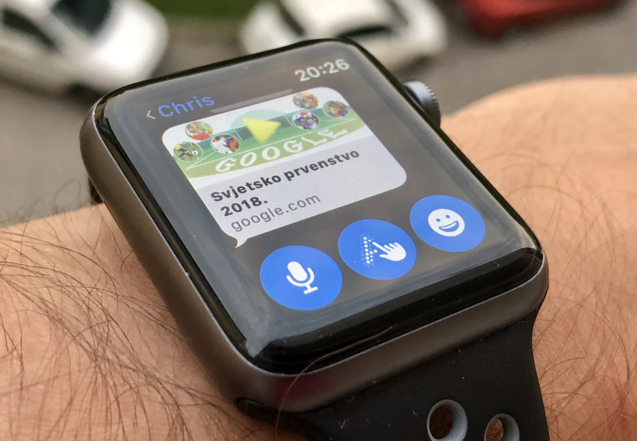 Apple Watch with watchOS 5 showing a Gogole.com link in Messages