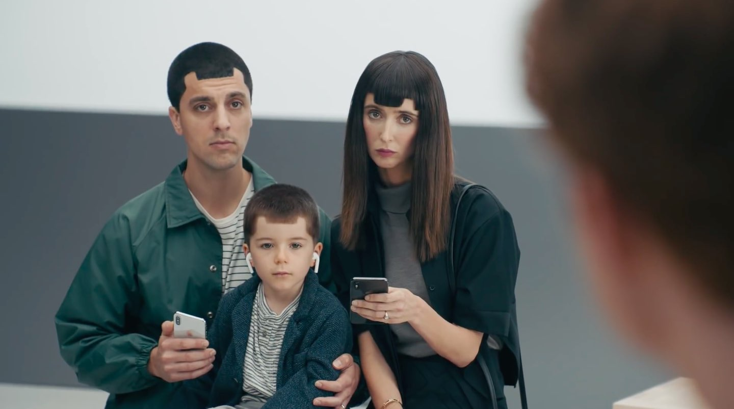 Latest Samsung ads ridicule the iPhone X notch, lack of
