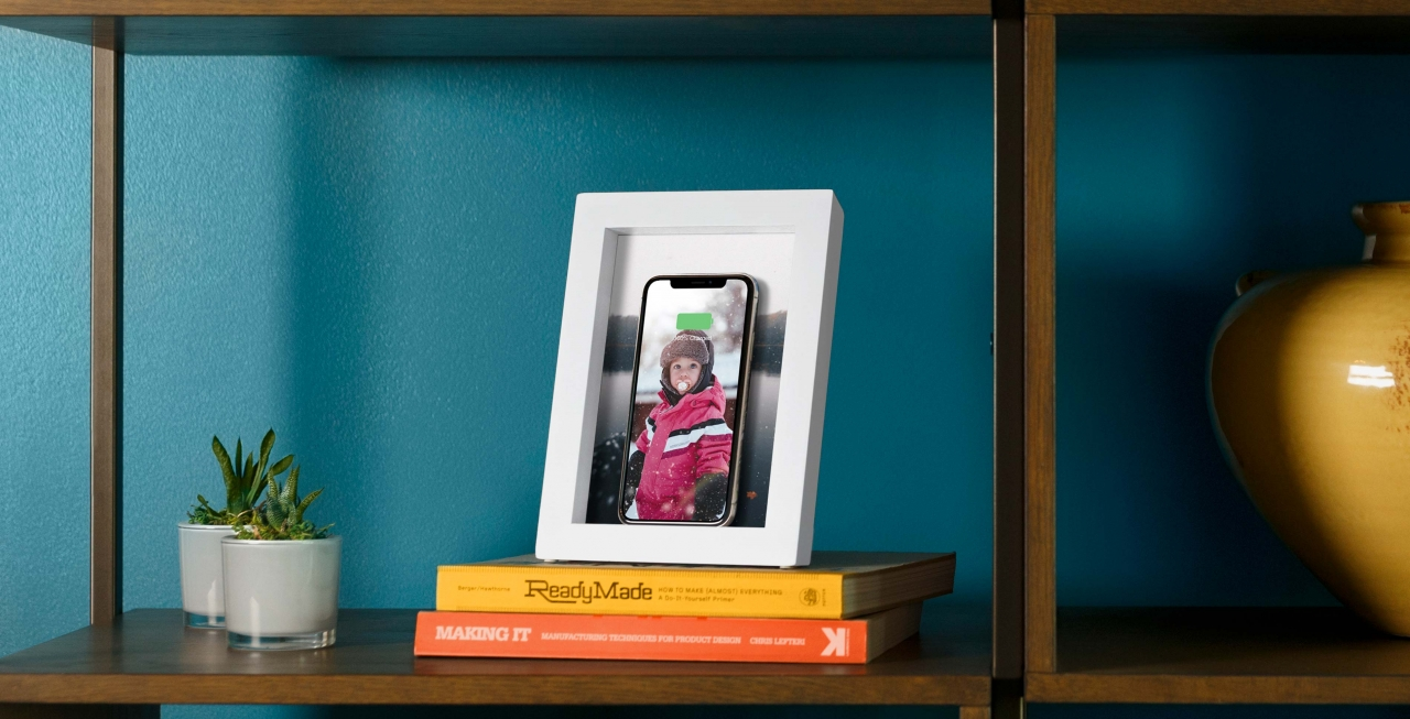 Review: Twelve South PowerPic—a 5x7 picture frame that wirelessly