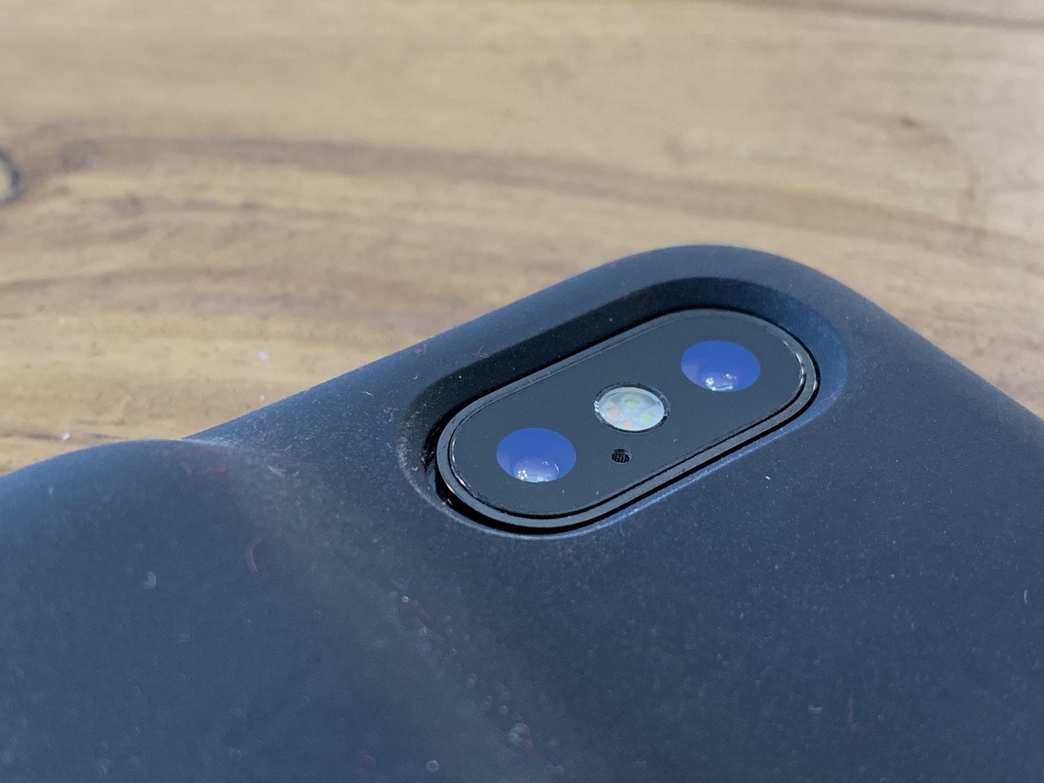 info for 2e7ae 22cad Apple's new Smart Battery Case fits an iPhone X, but charging ...