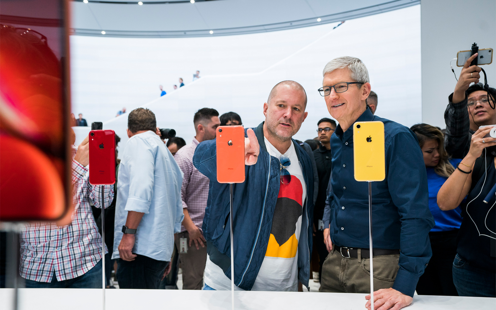 b7bc13596bd Tim Cook says recent WSJ report about Jony Ive is 'absurd'