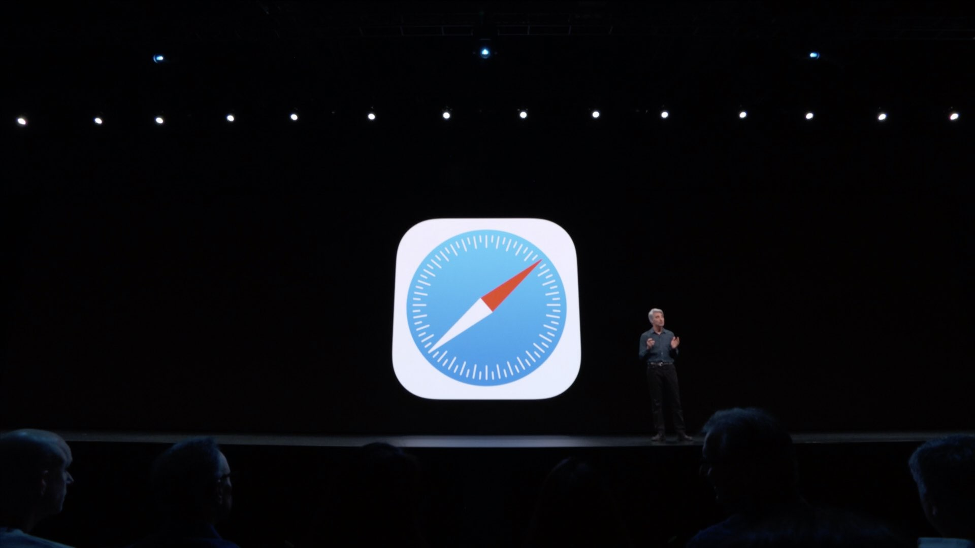 iOS 14 Reverts Default Apps Back to Mail and Safari After a Reboot
