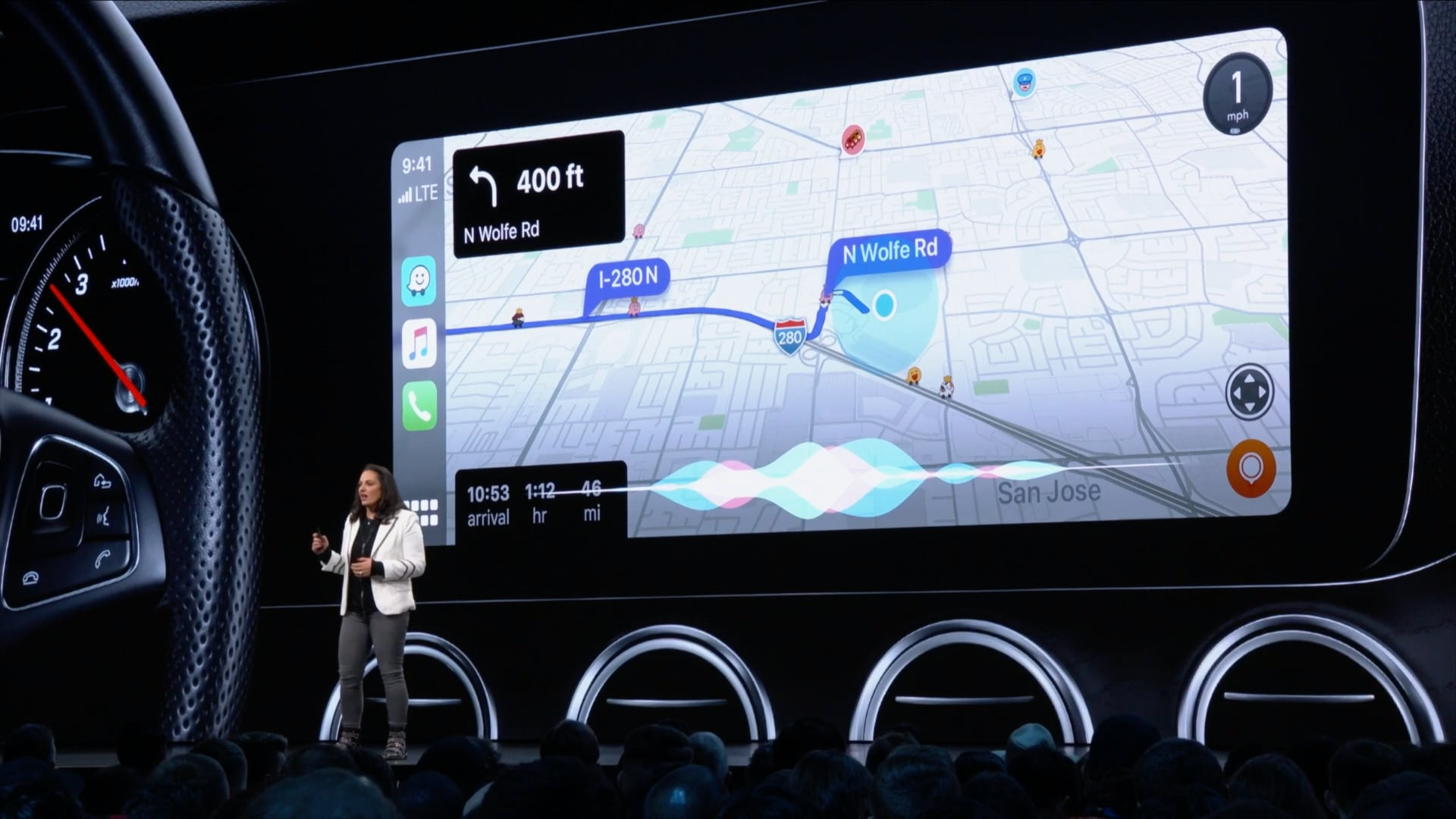 iOS 13's CarPlay features include Light theme, Dashboard